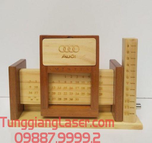 Dịch vụ khắc laser lịch gỗ tết làm quà tặng doanh nghiệp