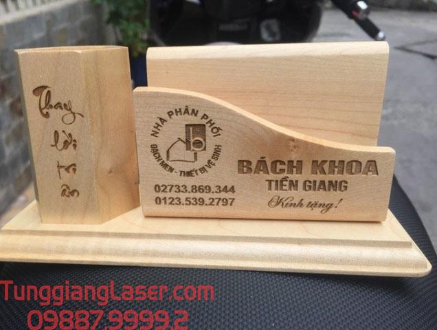 Khắc Laser gỗ lên khay cắm bút