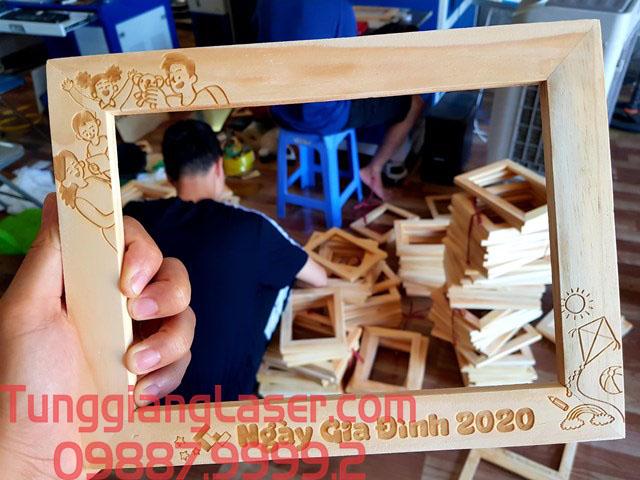 khung tranh gỗ độc đáo giá rẻ