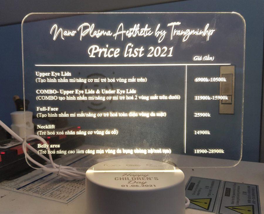 cắt khắc laser menu mica