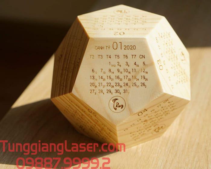 Lịch gỗ để bàn khắc laser