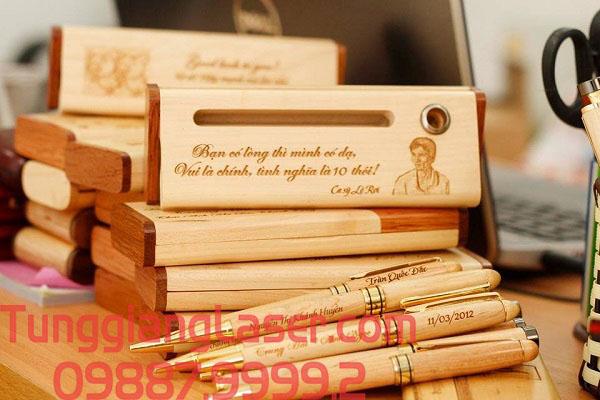 Bút gỗ khắc tên bằng laser